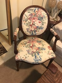 Set of 2 mahogany heavy wood armed chairs in excellent condition click on my profile picture on this page to check out my other items pm me if you interested gaithersburg md 20877 Gaithersburg, 20879