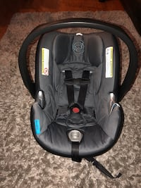 Cybex car seat with 2 bases