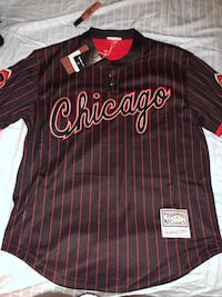 Black and red chicago jersey shirt -Men's Large Chicago, 60660