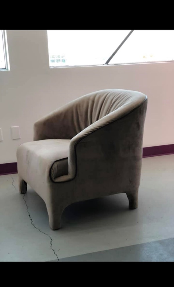 chaise - sofa - canapé - salon / chair / 85$ chq /each used usager