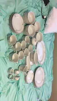 grey-and-white floral dinnerware set Spartanburg, 29301