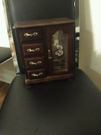 Used in good condition jewelry box Hyattsville, 20783