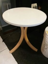 Accent or end table  Missouri City, 77489