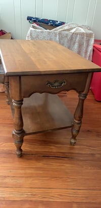 Real wooden end table for sale must pick up  Neptune Beach, 32266