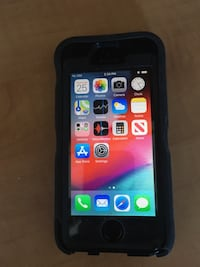 iPhone 5S unlocked in mint condition 16GB Comes with Otter box case Toronto, M9W 4E1