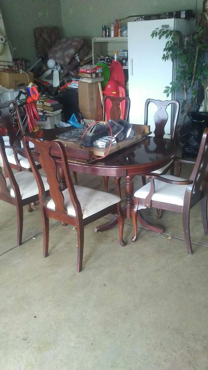 Letgo table and 6 chairs in lakemore oh for Table 6 ohio
