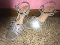 pair of gray leather open-toe heeled sandals Macomb, 48042