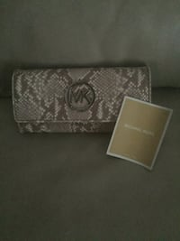 Never Used Michael Kors Wallet with tags  Whitby, L1N 8M8
