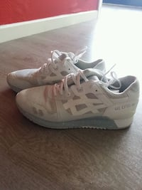 baskets basses asics  blanches. Grenoble, 38100