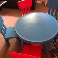 Kid table and 4 chair  Suffern, 10901