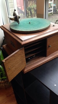 Victor antique record player. OBO Forest Hill, 21050