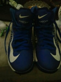 pair of blue Nike basketball shoes Newberg, 97132