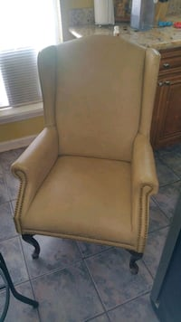 Wing back vintage style chair Metairie, 70001