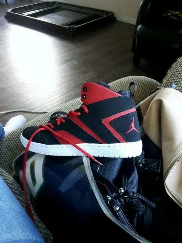 d6185b9efd3 Used black and red Nike basketball shoes size 8 for sale in Edmonton - letgo