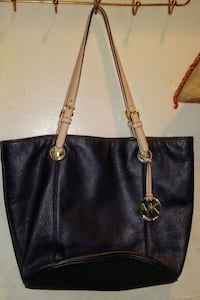 black Michael Kors leather tote bag Richmond, V6Y 2R9
