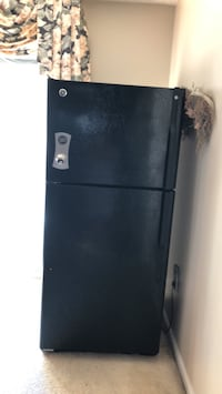 Black top-mount refrigerator Upper Marlboro, 20774