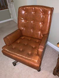 Leather chair Leesburg, 20176
