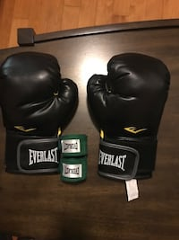 Boxing gloves and 120 inch handwraps
