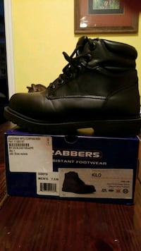 pair of black leather work boots with box 566 mi