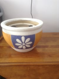Three packs of white flower-and-blue yellow ceramic plant pots ( new) Vancouver, V5M 4C4