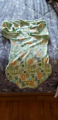 baby's green and white onesie Ottawa, K1C 7M3