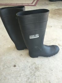 Rubber steel toe boots size 8 Palm Bay