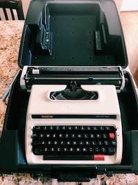 Brother Deluxe 1613 Typewriter with Case Alexandria, 22314