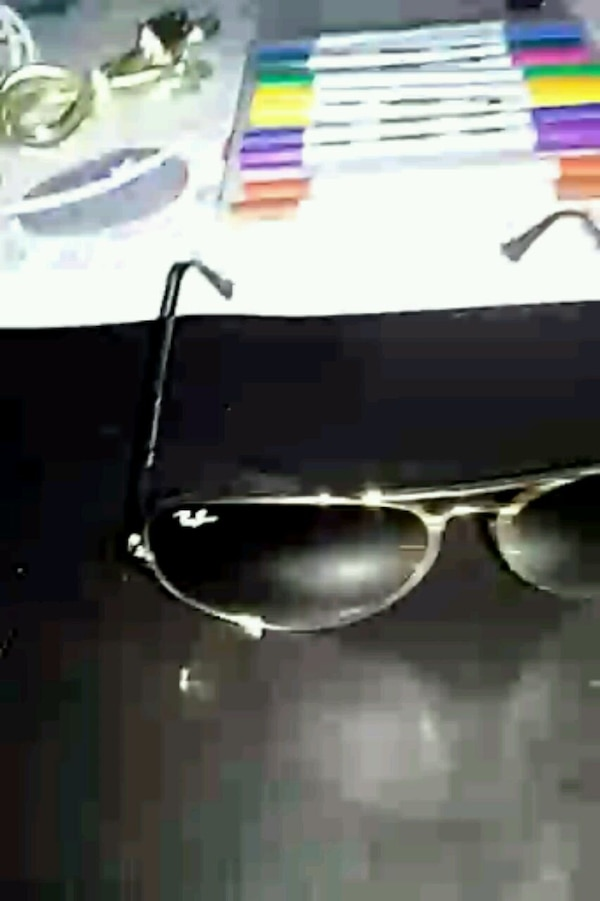 Mint condition female ray bans come as it is