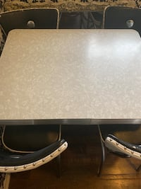 Table and chairs set old diner style Brownstown Twp, 48183