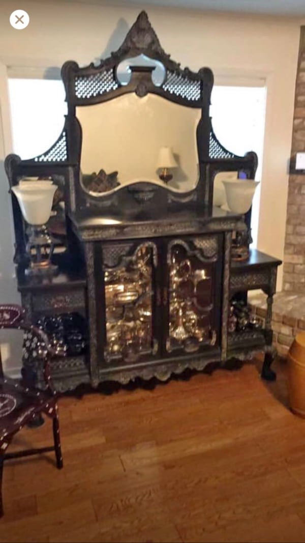 Antique beautiful large hutch Awesome! Beautiful! $395.00 e11d90fd-cc10-42c4-babf-3eccfecf66b1