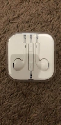New Apple ear pods with regular cable  Los Angeles, 90034