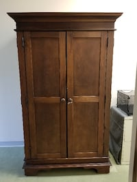 brown wooden 2-door cabinet FORTLAUDERDALE