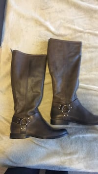 pair of brown leather boots Fort Worth, 76119