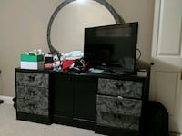 Dresser with mirror and matching nightstand Surrey, V3R