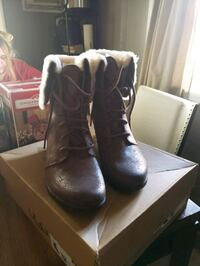 Brand New never worn brown leather UGG boots Fort Wayne, 46802