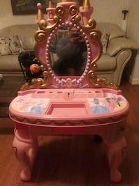 white and pink vanity table Smyrna