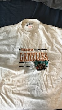 Vintage Embroidered Grizzlies Tee Surrey, V3S 9L2