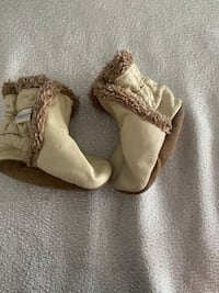 Robeez Leather Crib Booties (light khaki colour)-3-6 months London, N5X