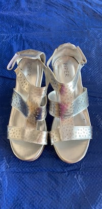Piper new girls silver wedge sandals shoes size 2 Henderson, 89074