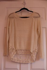 Women's beige scoop neck long sleeve sweater Size small Kirkland, H9H 5E3