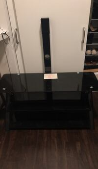 Black glass top tv stand with mount Norristown, 19401