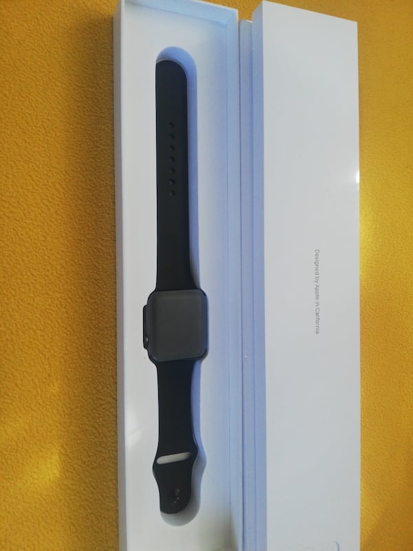Apple watch 3 42 mm 0c7f1950-1ca0-4a30-90dc-435b03cf5b76
