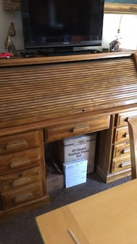 Brown wooden roll-top desk with 8 drawers and 1 center.Great condition Sandy, 84094