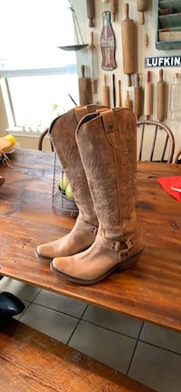 Women's leather cowboy boots