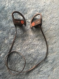 Hop day wireless headphones in great condition!  Chatsworth, 91311