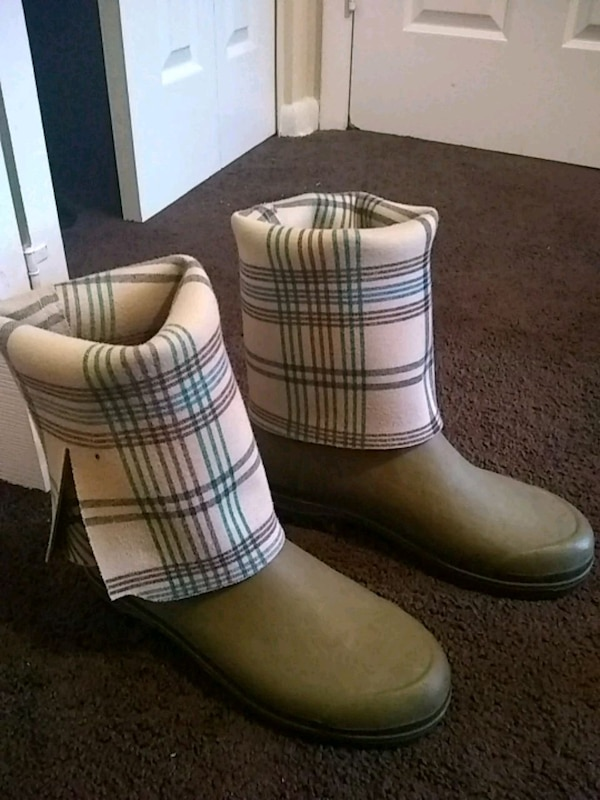 pair of white-and-black plaid boots