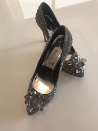 Party shoes made in Turkey size 8 gray silver color fixed price.  Mississauga, L5W 1S5