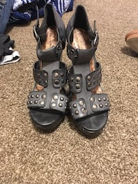 Grey wedges with studs size 9 Bakersfield, 93304