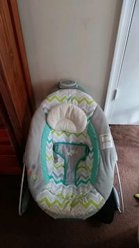 baby's white and green bouncer Severn, 21144