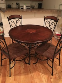 Kitchen table and 4 chairs Philadelphia, 19104